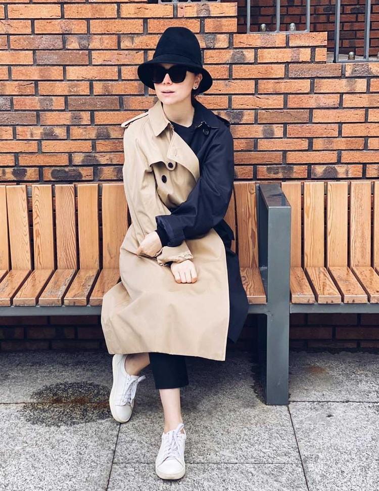 Двухцветный тренч от Burberry стоит 125 тысяч рублей. Точно такой есть и у Евгения Вагановича. Кстати, очки ретро-кошечки от Celine - самая горячая форма этого сезона. Стоят такие на сайте бутика 30 тысяч рублей. Плюс еще шляпка за 22 тысячи рублей.