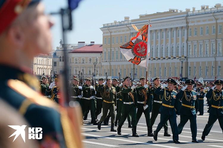 Парад прошел на Дворцовой площади Северной столицы.
