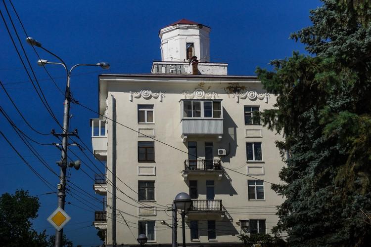 Дом с итальянскими башенками на площади Мочалова.