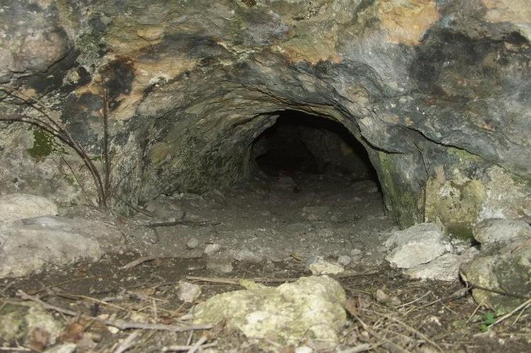 В Лисьей пещере пролезет только стройный человек, упитанным лучше не лезть. Можно застрять Фото: Лев Лев