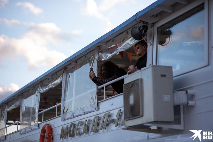 Участники Би-2 слушали своих коллег из Сплина
