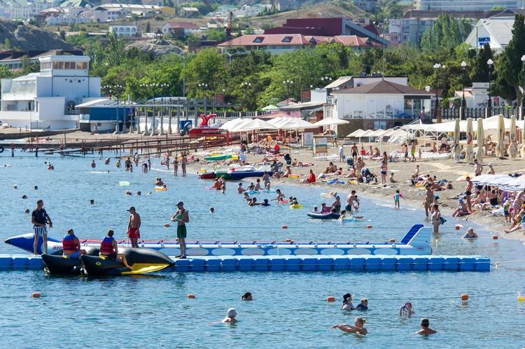 Пляжи уже заполнены, но пока не так, как в разгар сезона