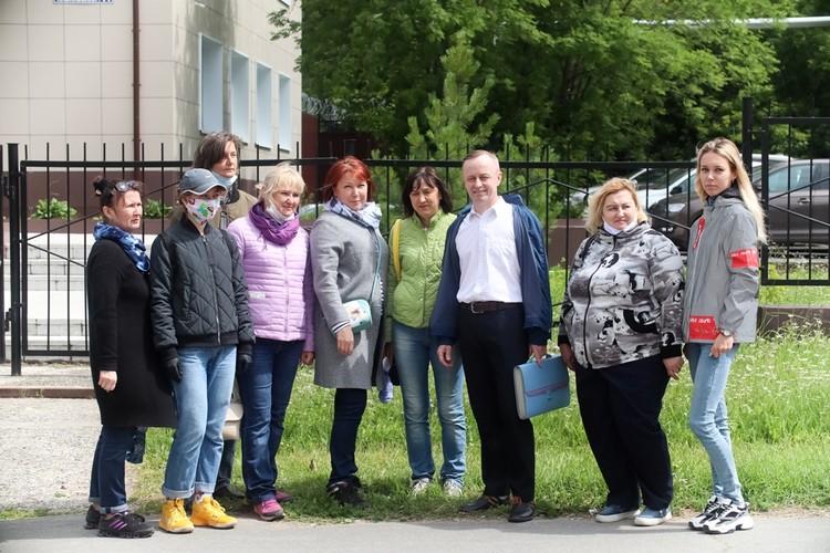 В суд на каждое заседание по делу Валерия Сыропятова собиралась группа поддержки: бывшие выпускники, коллеги, родители учеников.