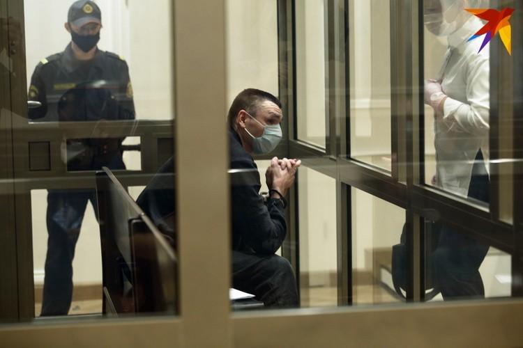 Обвиняемый просит суд назначить ему лишение свободы.
