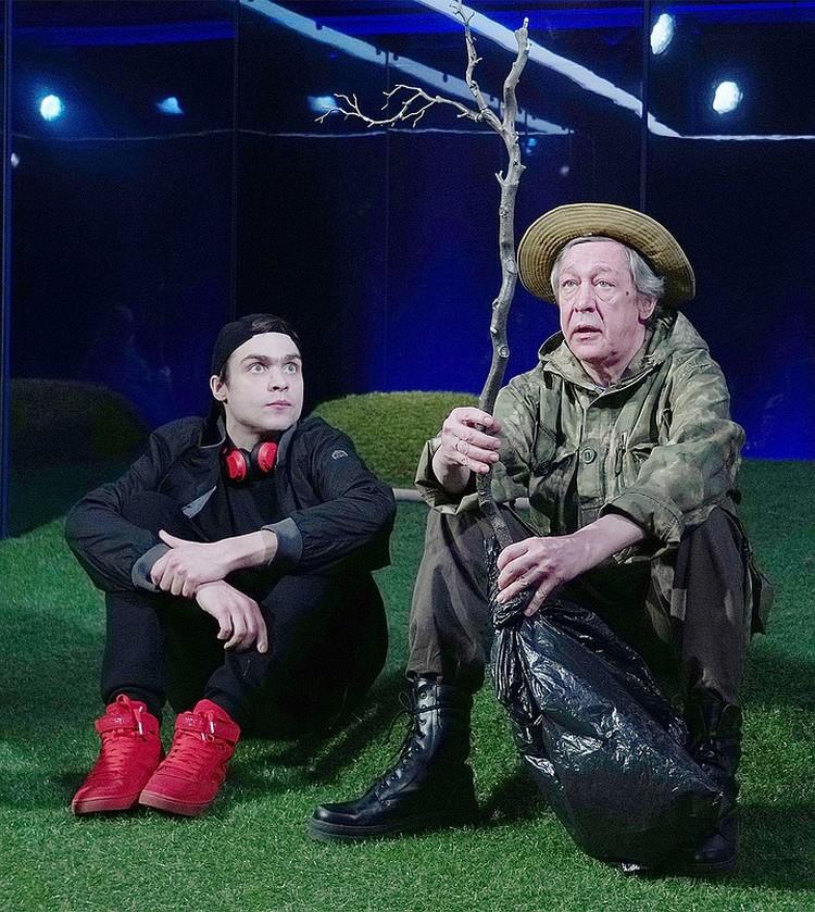 Михаил и Николай Ефремовы в спектакле «Посади дерево», 2020 год.