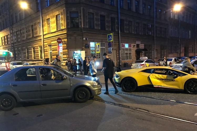 На перекрестке в машину влетел Renault
