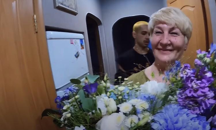 Настя Ивлеева в гостях у мамы Фото: youtube.com/БАНДИТСКИЙ ПЕТЕРБУРГ / VLOG