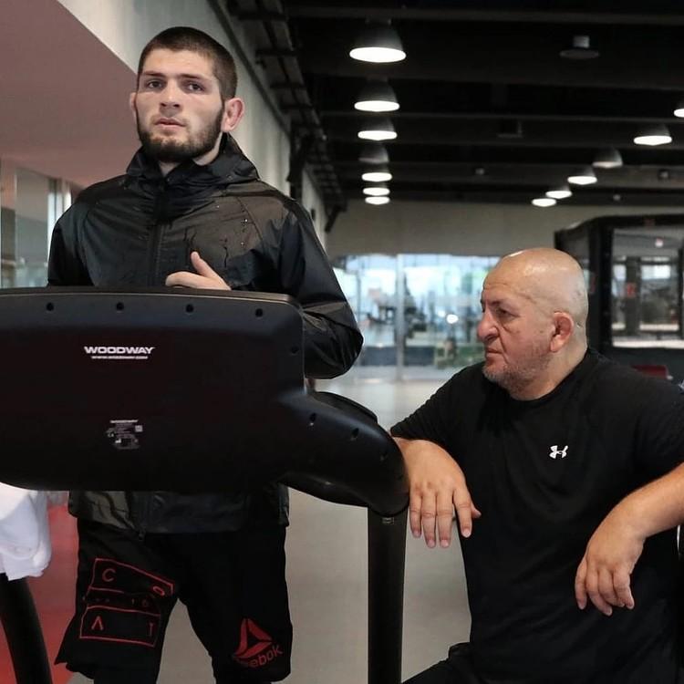 Абдулманап Нурмагомедов сделал из Хабиба чемпиона. Отец начал тренировать Хабиба в два года, а в восемь заставил его драться с медведем