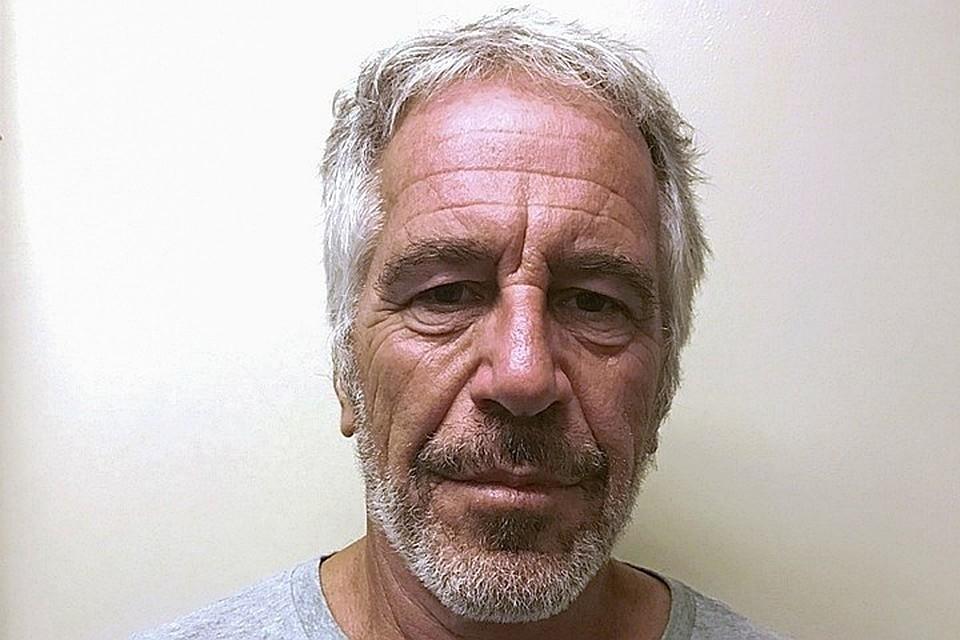 До суда Эпштейн не дожил. 10 августа его нашли повешенным на простыне в одиночной камере Фото: REUTERS