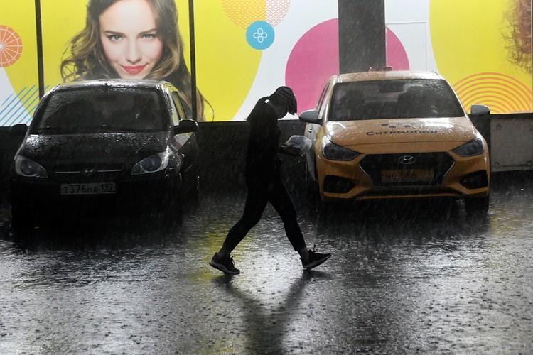 Похоже, что в Москве теперь тоже сезон дождей