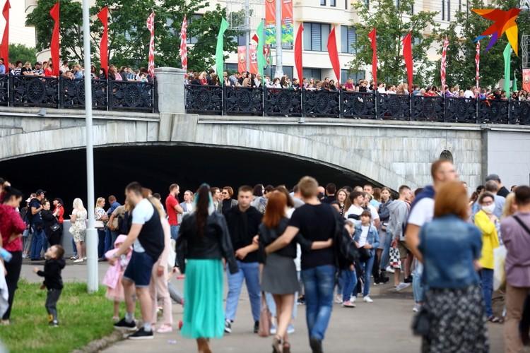 Проход под мостом через Свислочь был закрыт, в парке им. Горького разместили пиротехническое оборудование.