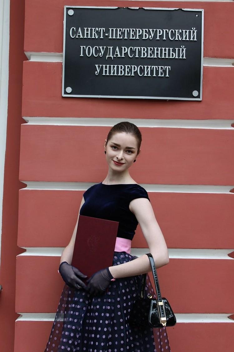 Анастасия Ещенко познакомилась с Соколовом в университете. Он был ее преподавателем.