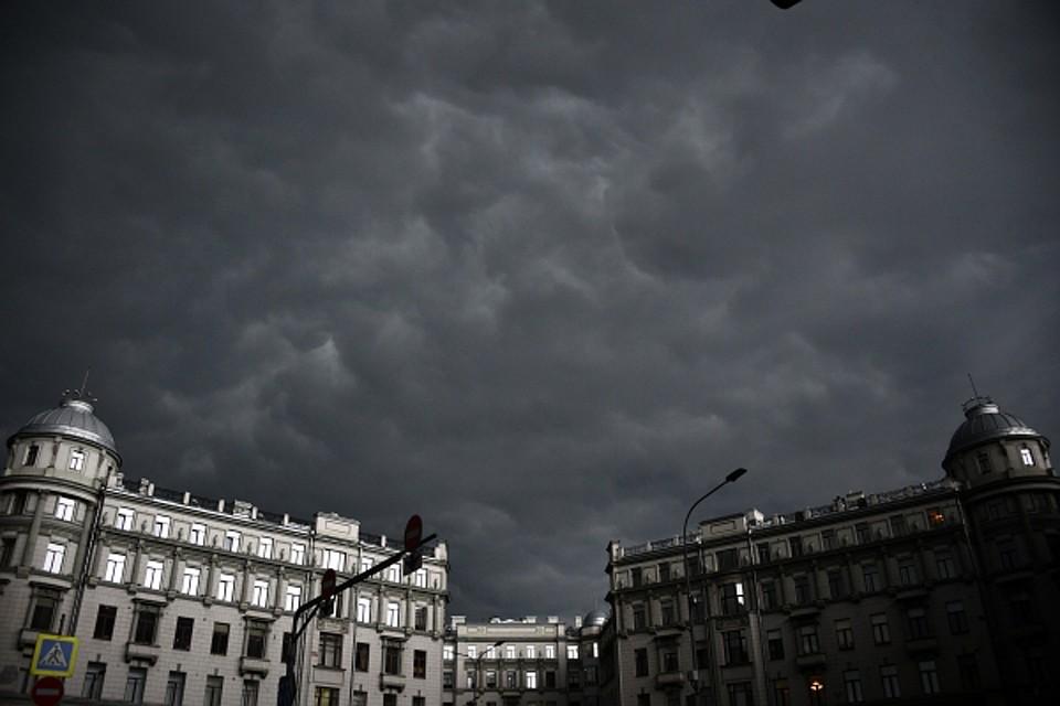 Сильная гроза пришла в столицу после аномальных +30 градусов Фото: РИА Новости