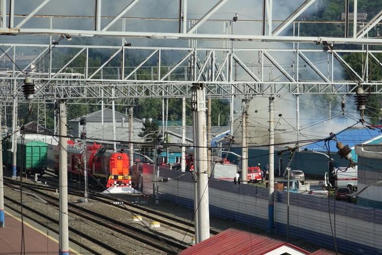 Пожар произошел возле новокузнецкого железнодорожного вокзала.