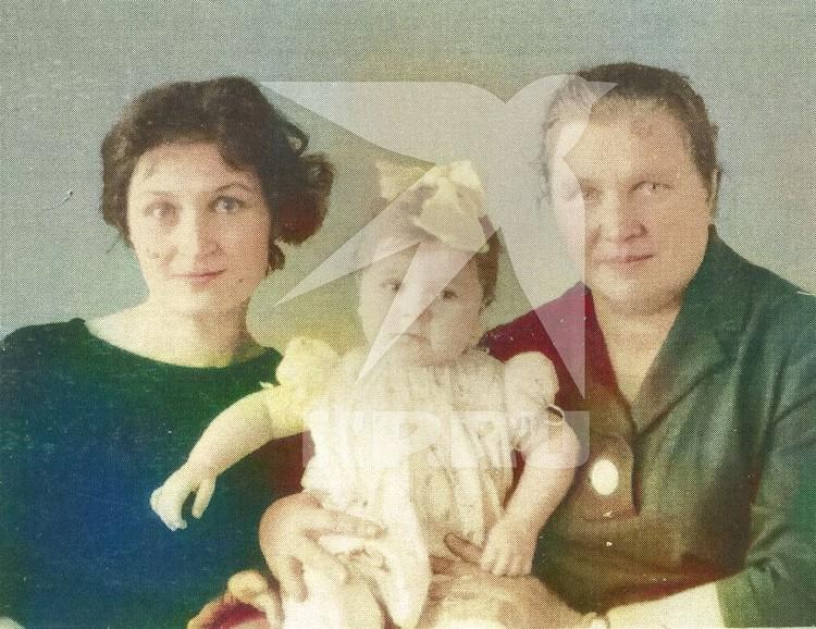Маленькая Жанна на руках у мамы Людмилы Савченко и родственницы Олимпиады Голубцовой. Фото: предоставлено Колыванским краеведческим музеем.