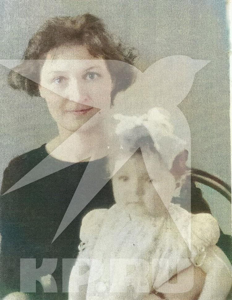 С мамой - Людмилой Савченко. Фото: предоставлено Колыванским краеведческим музеем.