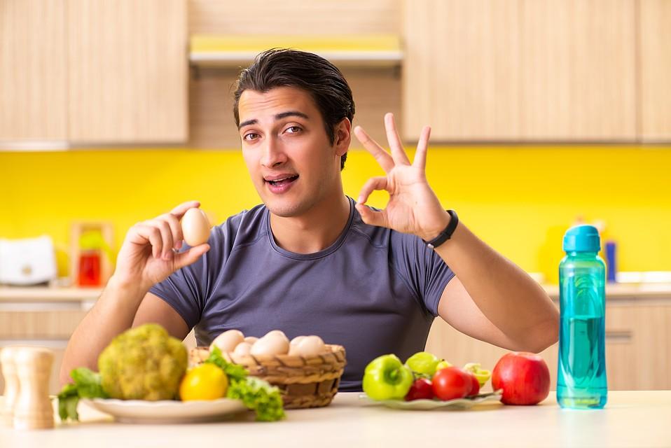 Яичный желток также содержит витамин Д. Фото: Shutterstock