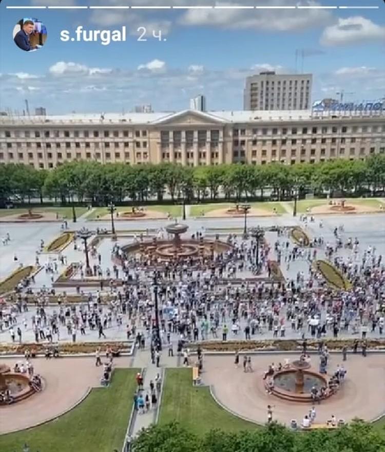 В инстаграме Сергея Фургала шла прямая трансляция событий на площади. Скриншот из аккаунта