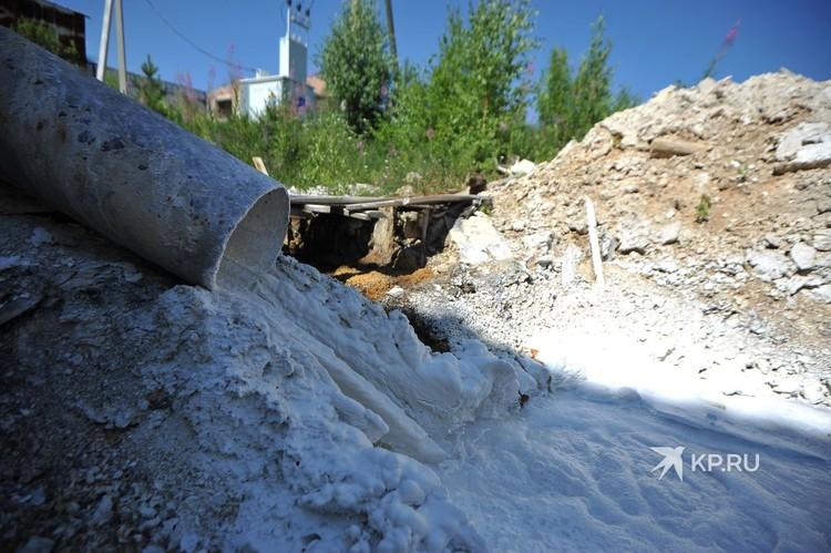 Известковое молоко, которое добавляют в кислую шахтную воду.