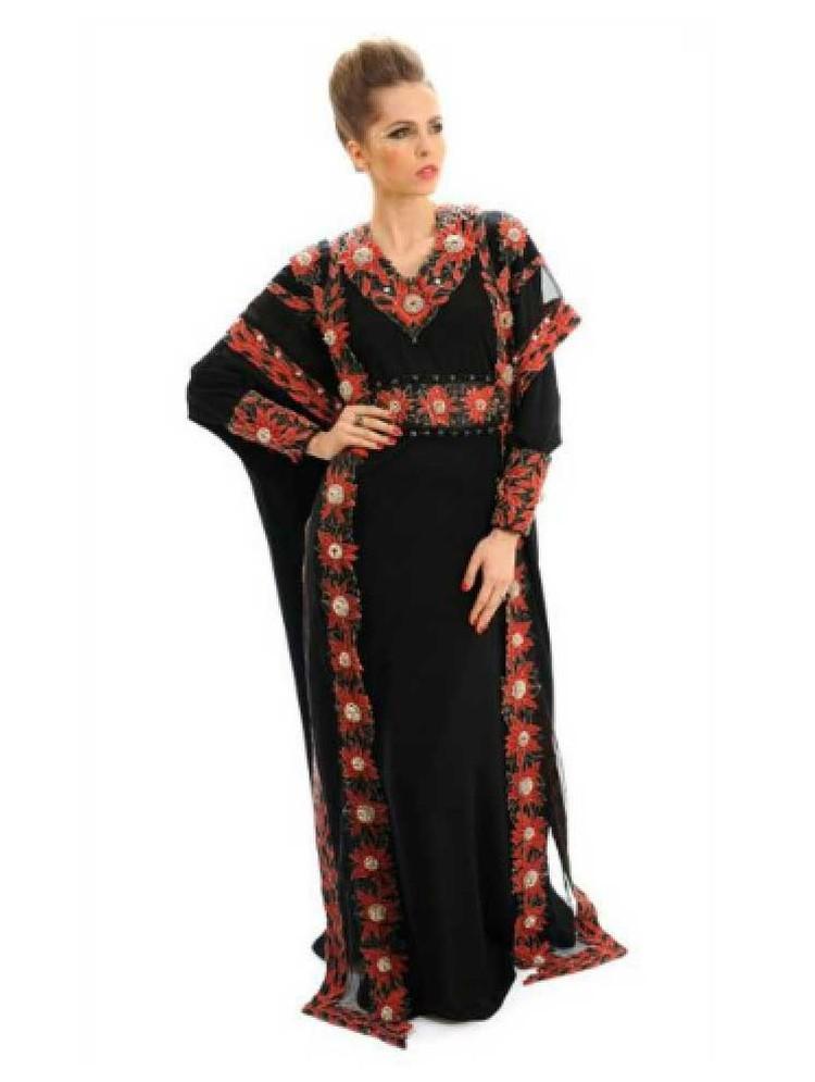 Традиционный мусульманский наряд стоимостью $17,6 млн украшен двумя тысячами бриллиантов редкого красного, черного и белого цветов.