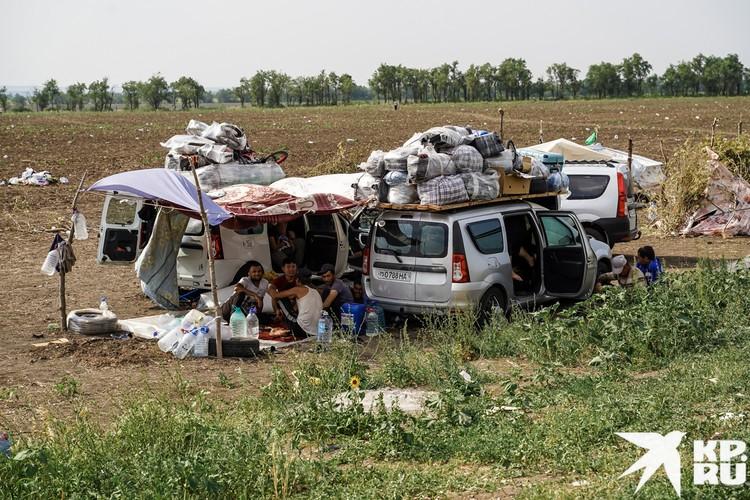 У мигрантов стойкое убеждение, что как только откроется граница, они сразу поедут. То, что в Казахстане меры только ужесточаются, кажется им отговоркой