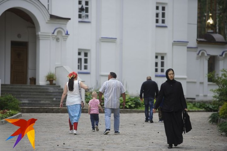 Шести священнослужителям Среднеуральского женского монастыря с 6 июля временно запретили проводить службы.