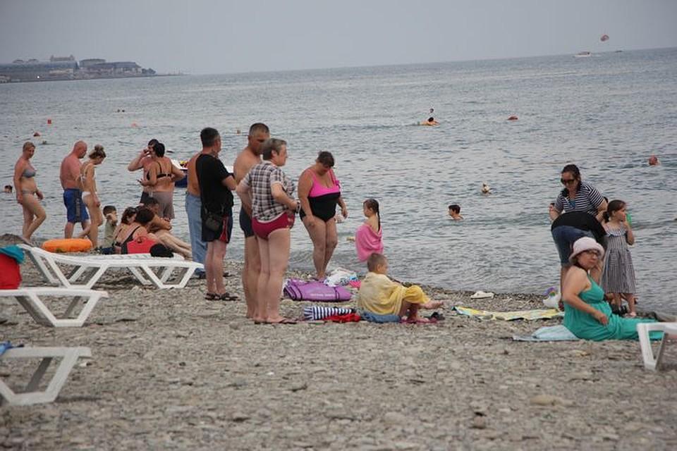 Между тем именно из-за запрета на открытие бассейнов не могут начать работать часть отелей. Фото: Юлия БАРАНОВА