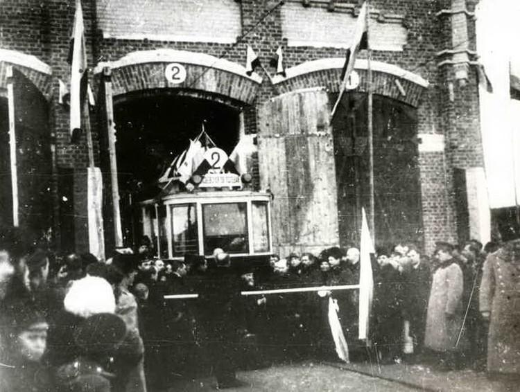 12 февраля 1915 года состоялось открытие новой электростанции. В тот же день самарский трамвай отправился в свой первый рейс