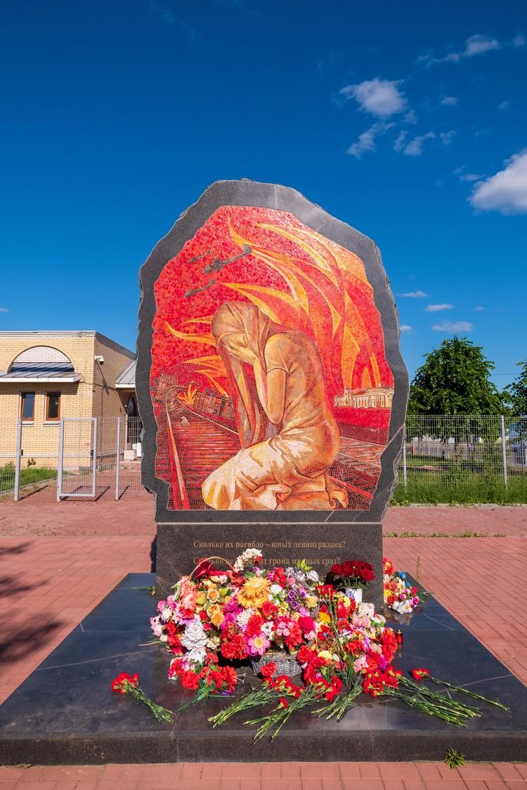 Памятник детям блокадного Ленинграда в Тихвине. Фото: Евгений Мироненко.