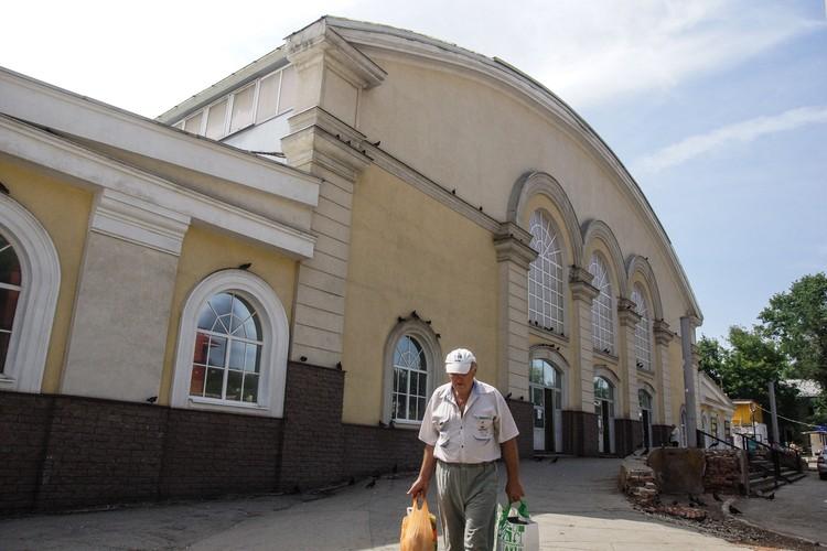 На Безымянском рынке запрещено снимать, но один из продавцов сказал, что согласится и назвал стоимость — 5 тысяч рублей
