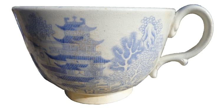 Эта изящная чашка более 100 лет пролежала на дне моря Фото предоставлено Андреем Букатовым