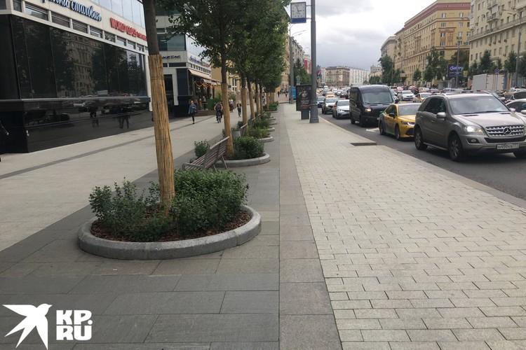 Садовое кольцо в Басманном районе. В этом случае левую часть тротуара можно оставить пешеходам, а правую отдать велосипедистам.