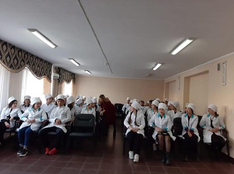 По официальным данным, по Казахстану действуют 287 волонтерских организаций, в которых насчитывается около 50 тысяч добровольцев.