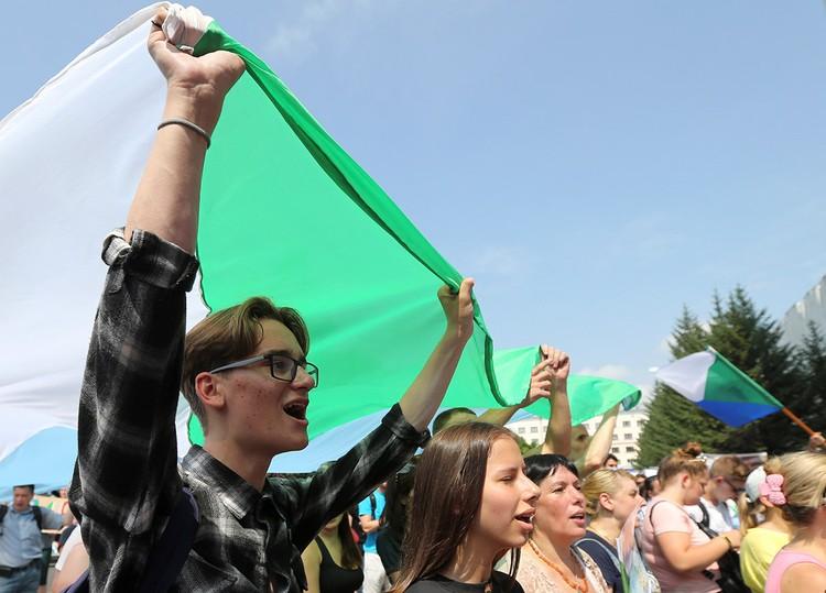 Кто выводит хитропродуманный Хабаровск на митинги? И платят ли людям за это деньги?