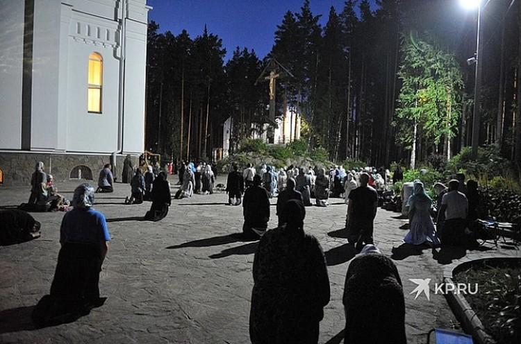 В монастырь к схимонаху Сергию постоянно приезжают его сторонники