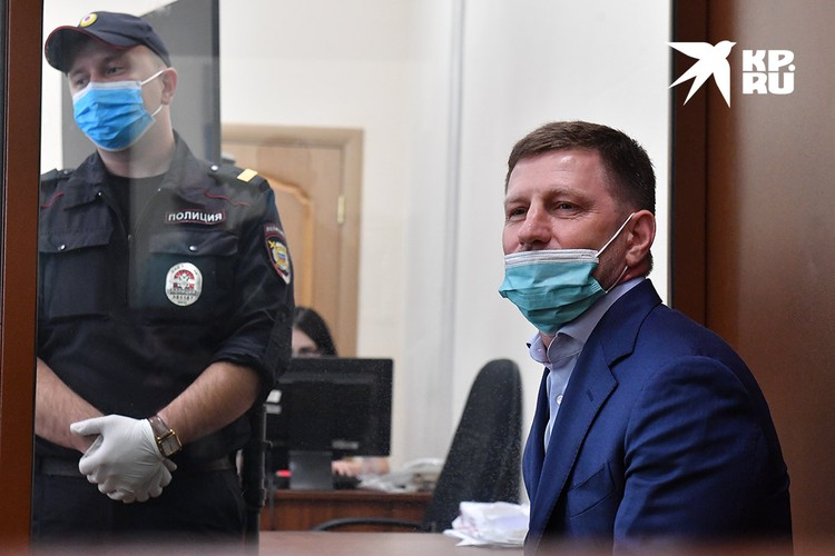 Губернатор Хабаровского края Сергей Фургал, обвиняемый в организации убийств и покушении на убийство, в Басманном суде, июль 2020 года.