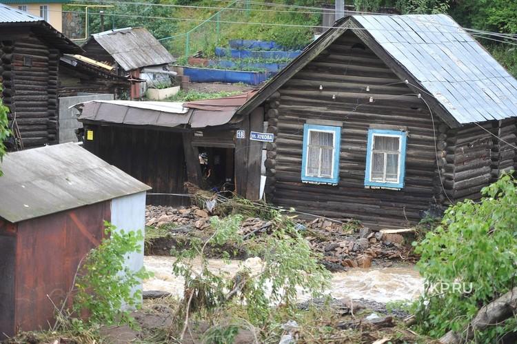 Улица Жукова в Нижних Сергах пострадала сильнее всего.