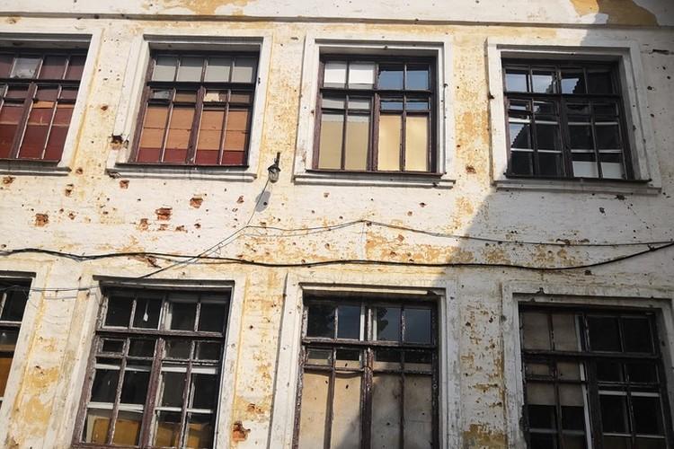 Украинская школа на Трудовских в Донецке, расстрелянная Украиной.