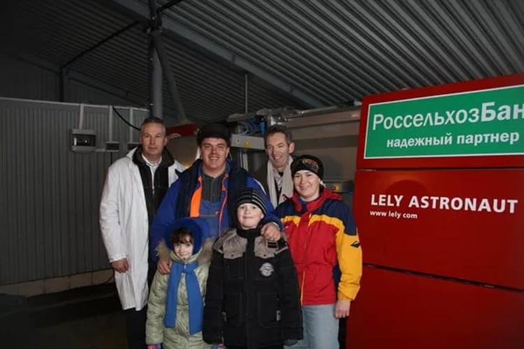 При поддержке Россельхозбанка в хозяйстве фермера появился первый в России голландский доильный робот Lely. Фото: АО «Россельхозбанк»