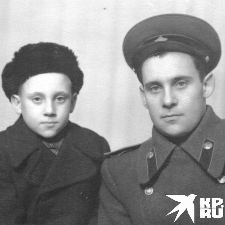 Владимир Высоцкий с отцом Семеном Владимировичем в немецком городе Эберсвальде в возрасте 10 лет. 1948 год. Фото: Государственный музей Владимира Высоцкого.