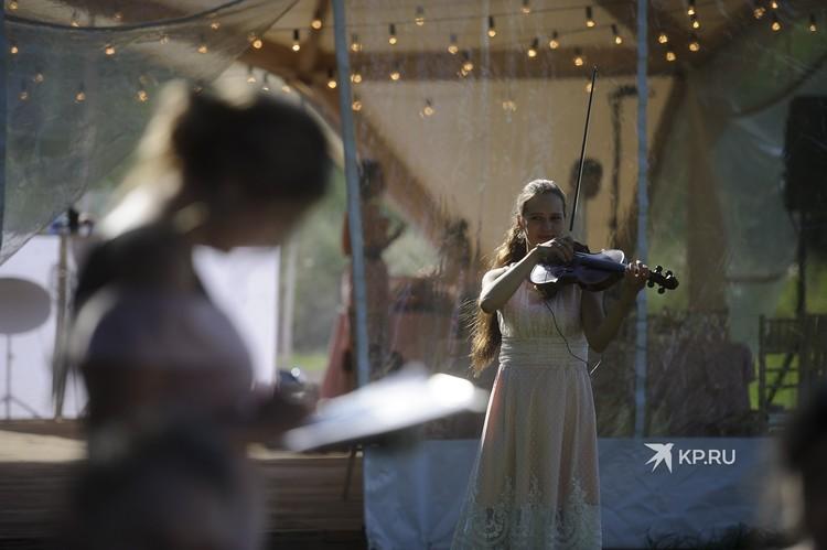 Музыканты на свадьбе тоже выступали бесплатно