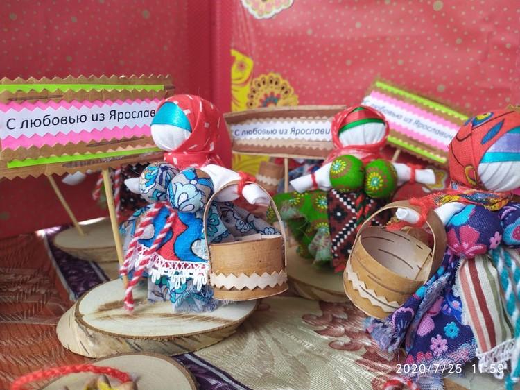 Для детей и взрослых прошли уникальные мастер-классы по созданию вепсской куклы. Фото предоставлено КМСУ ММО ЛО.