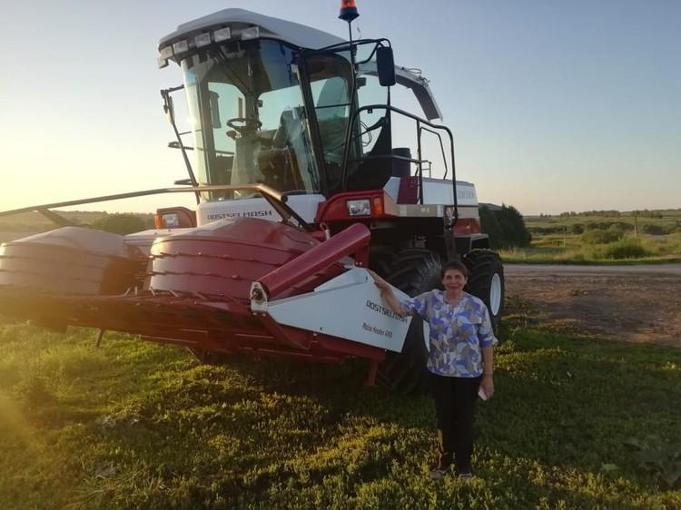 «Просто песня! Самолет, а не комбайн!» - радуется глава фермерского хозяйства. Фото: АО «Россельхозбанк»