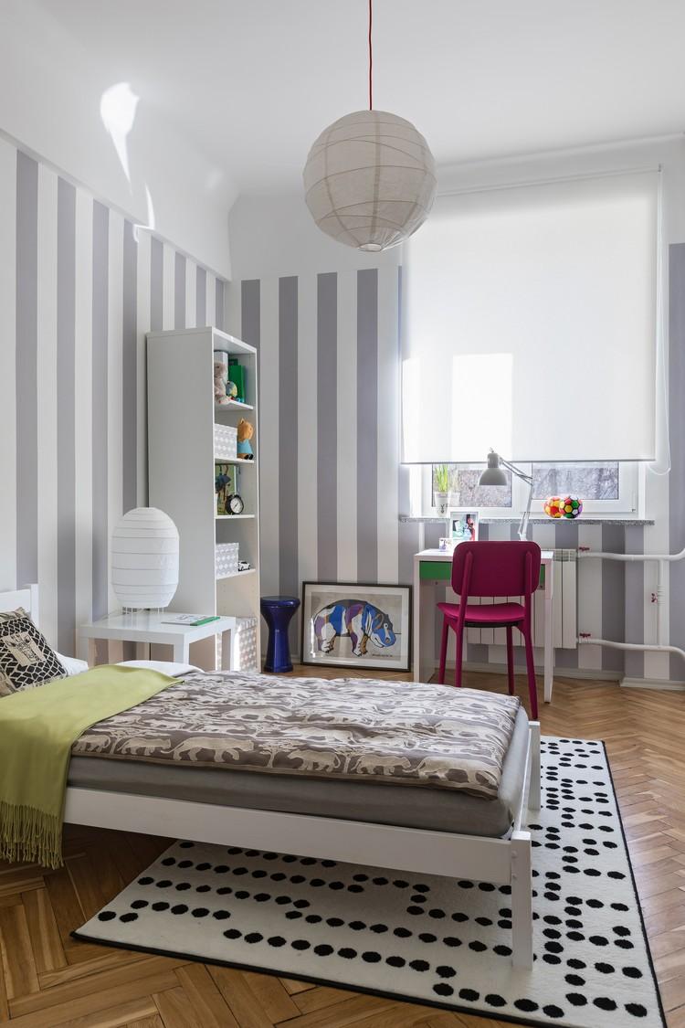 Мебель в квартире основном из IKEA: от белого комода и вешалки в прихожей до кровати в детской. Фото: Егор ПЯСКОВСКИЙ