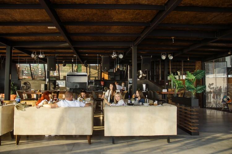 Финалом этого насыщенного дня стала красивая вечеринка на летней террасе ресторана NEBO