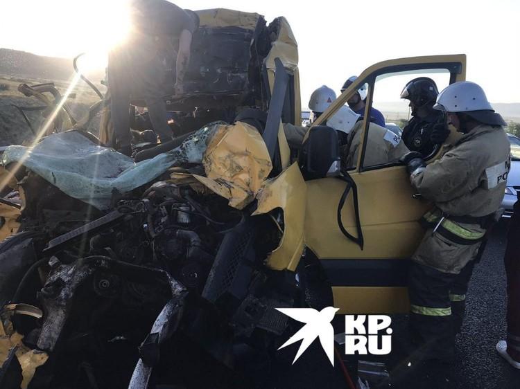 Фото с места ДТП с автобусом в Крыму