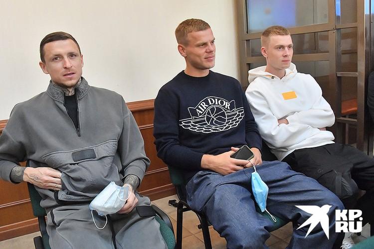 Футболисты Павел Мамаев, Александр Кокорин и его брат Кирилл Кокорин в суде.