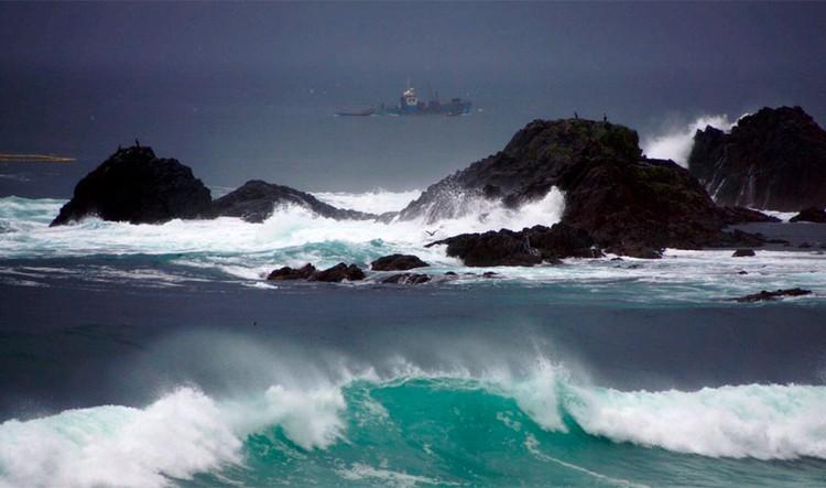 Номинация «Пейзаж» А он, мятежный, просит бури... Автор: Ольга Барканова. Место съемки: Сахалинская область, остров Итуруп