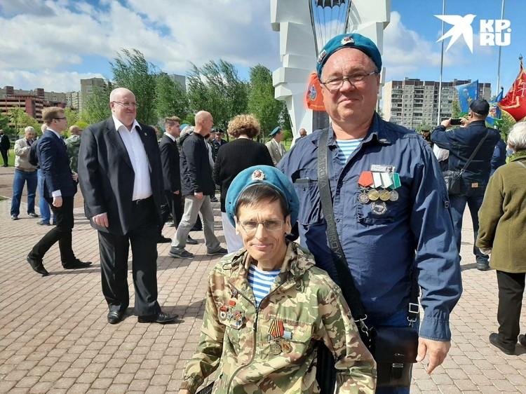 Дмитрий и Борис уже 30 лет ходят вместе на все торжества