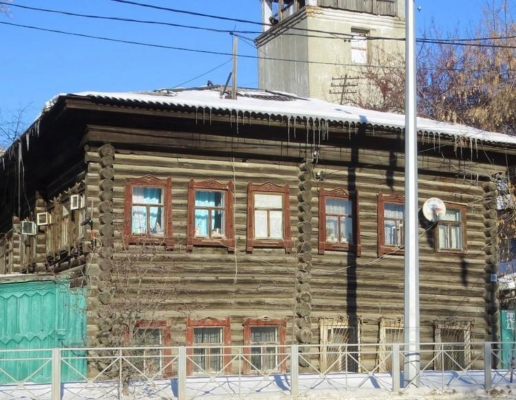 """Пожарная каланча """"Белая башня"""" находится за горячим домом. Фото: 2ГИС"""